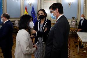 Darias e Illa, en el acto de posesión de la primera como ministra de Sanidad.
