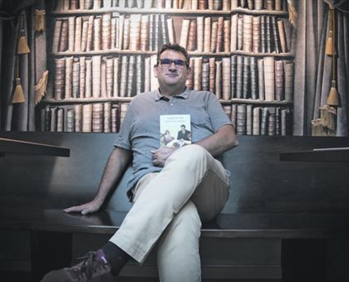 Jordi Puntí, consu último librode relatos, en la librería Laie.