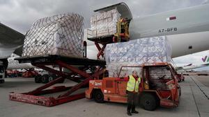 Llegan a Madrid 58 toneladas de material sanitario desde China.