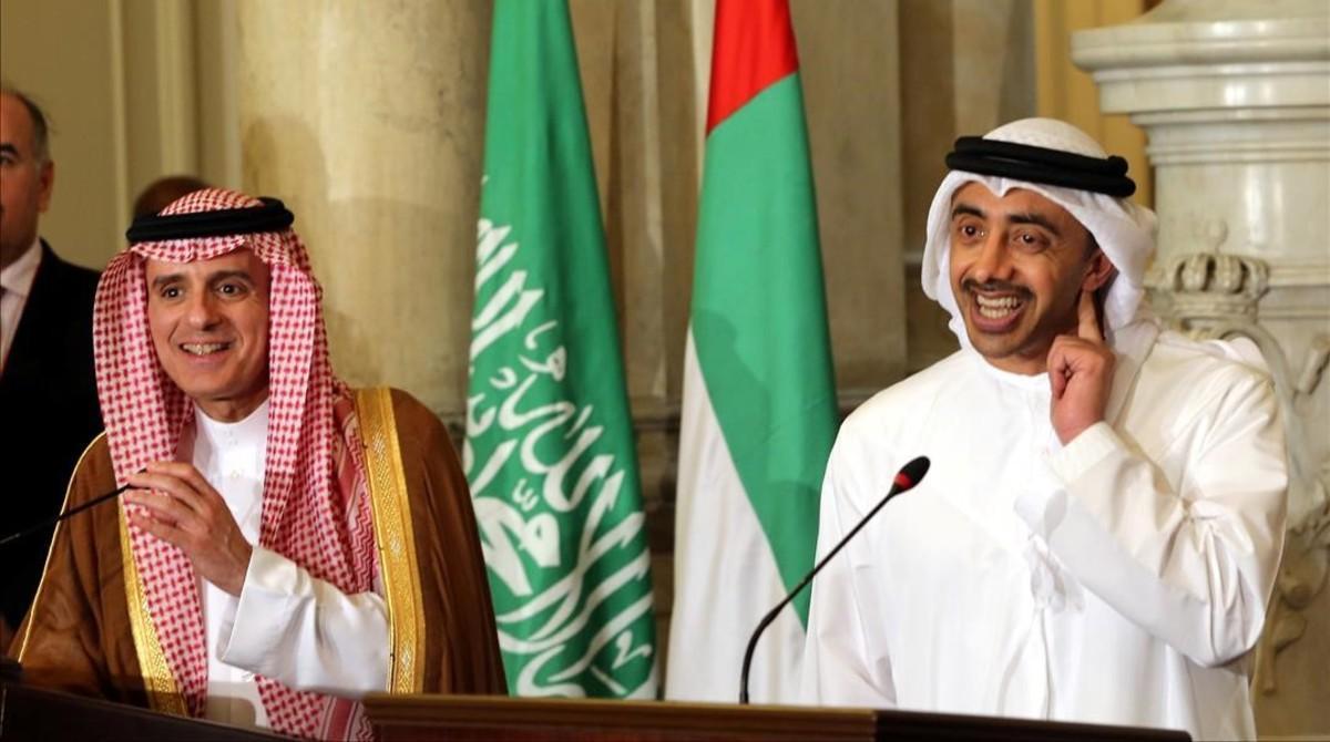 Los ministros de Exteriores de Arabia Saudí y de los Emiratos, tras la reunión en El Cairo sobre el bloqueo a Qatar.