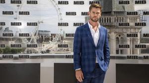 Chris Hemsworth posa en el estreno de filme 'Men in Black', en Londres, el pasado2 de junio.