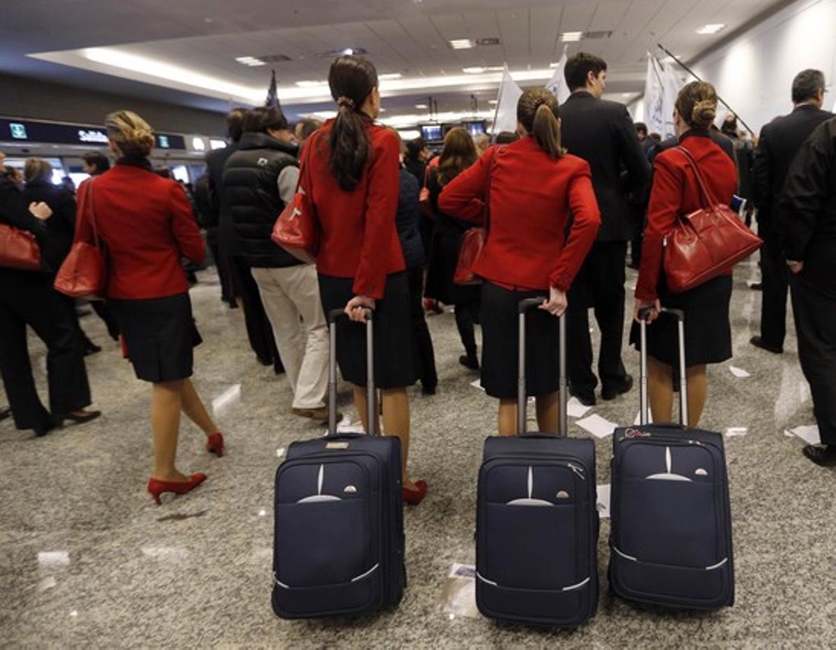 Un grupo de azafatas, en un aeropuerto, en una imagen de archivo.