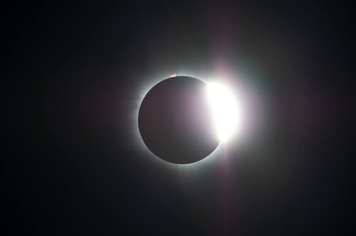Eclipse solar captado en Indonesia el 9 de marzo de 2016.
