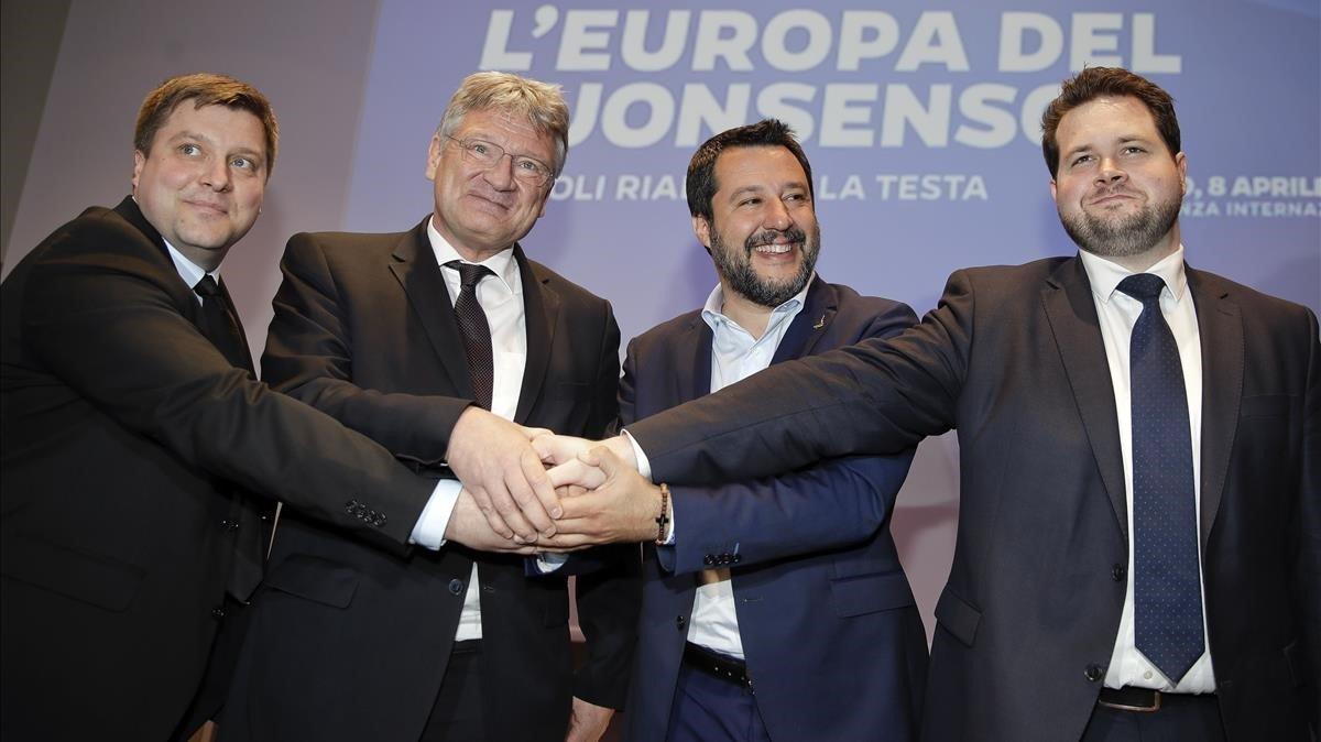 De izquierda a derecha, el finlandés Olli Kotro, el alemán Meuthen, el italiano Matteo Salvini y el danés Anders VIstisen.