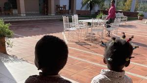 Dos menores migrantes acogidos en centro que el proyecto Ödos tiene en Montilla (Cáceres).