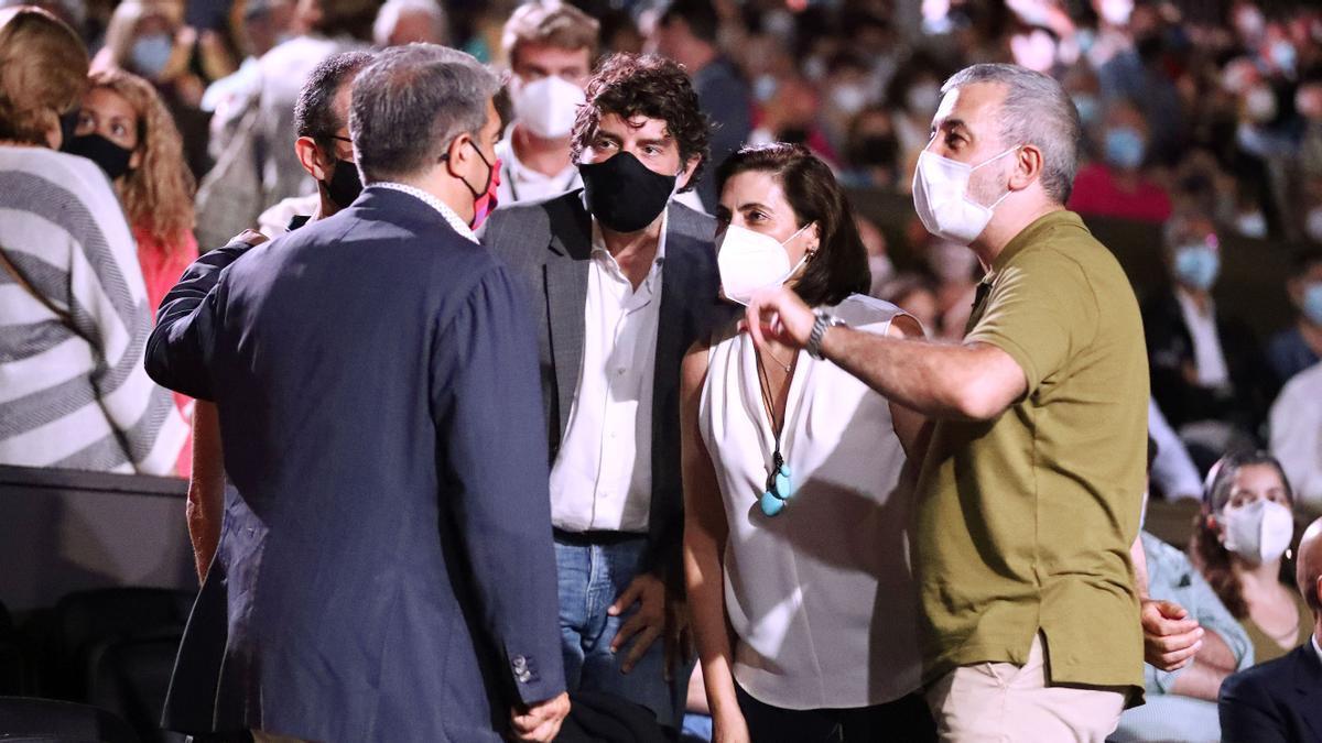 Joan Laporta, Juli Guiu, María Luisa Martínez Gistauy Jaume Collboni, en el Festival Cap Roig.