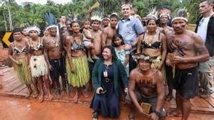 Jair Bolsonaro en una visita a un pueblo indígena.