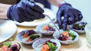 'Sumono' (ensalada) de algas con gelatina de tomates del menú del 2054.