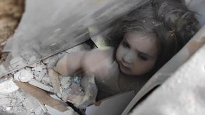 Rescatada una niña tras pasar 4 días bajo los escombros tras el terremoto en Turquía.