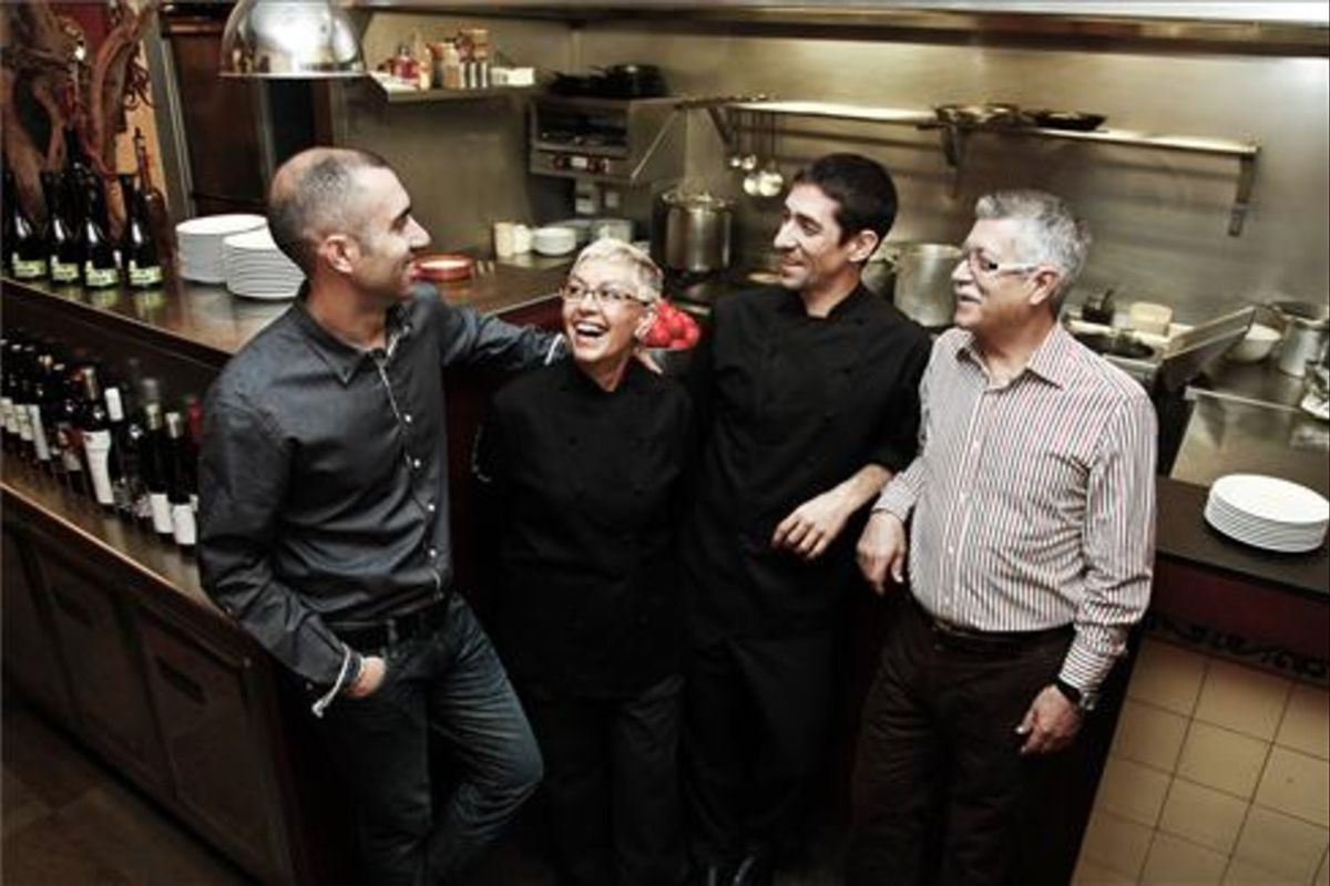 Ivan, Roser y los Ferran (hijo y padre) Agüir. Foto: Jonathan Grevsen.