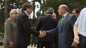 El 'president' Puigdemont y el coronel López de los Cobos, en el Palau de Pedralbes, el año pasado.