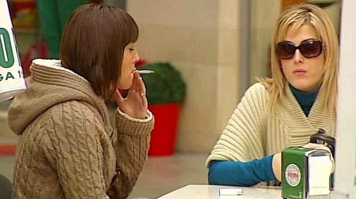¿Se ha de prohibir fumar en las terrazas de bares y restaurantes?