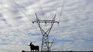 Línea de electricidad de alta tensión en España.