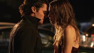 Ray Nicholson y Olivia Welch en 'Panic'.