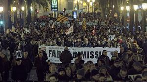 El cierre de Canal 9 saca a miles de valencianos a la calle