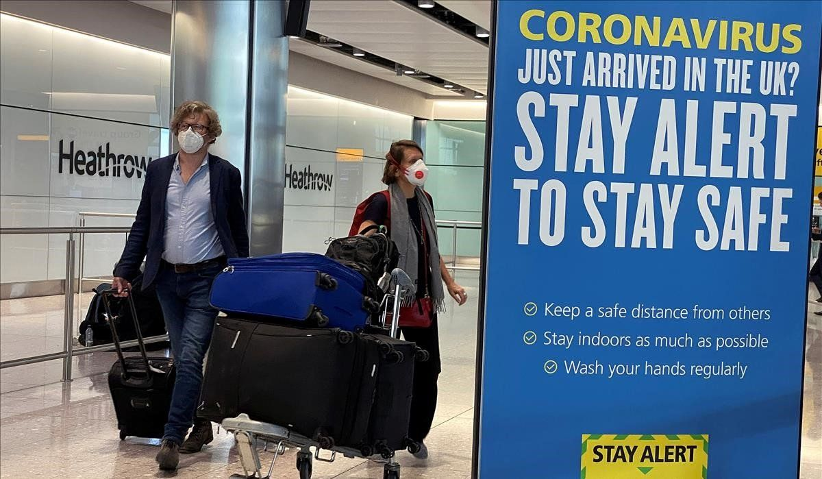 Pasajeros, en el aeropuerto de Heathrow, en Londres.