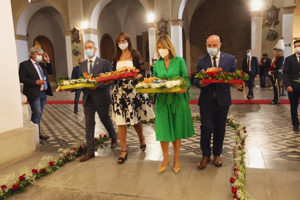 Ofrenda floral a la tumba de Rafael Casanova en Sant Boi