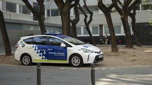 Una patrulla de la Guardia Urbana en una plaza de Barcelona.