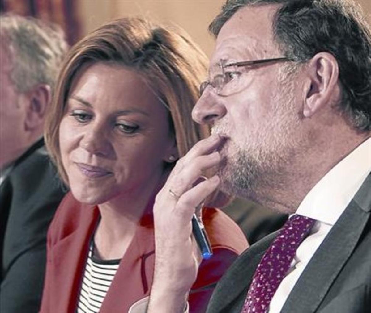 El presidente del Gobierno y del PP, Mariano Rajoy, ayer, con Dolores de Cospedal en Ciudad Real.
