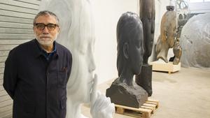 Jaume Plensa, con una de sus obras.
