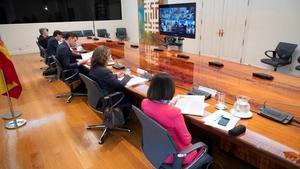Pedro Sánchez yvarios ministros, esta mañana, en la séptima reunión telemática de la Conferencia de Presidentes desde que empezó la crisis por el covid-19-