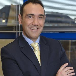 Alejandro Samanes deja su puesto directivo en 13TV en el momento económico más delicado