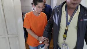 La estadounidense detenida por intentar tomar un avión en Manila con un bebé en el bolso.