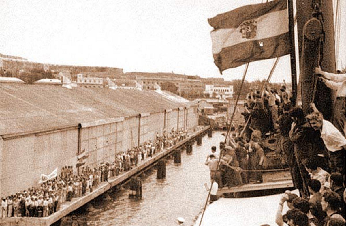 13 de junio de 1939. Desembarco de exiliados españoles arribados a Veracruz (México) en el buque Sinaia.