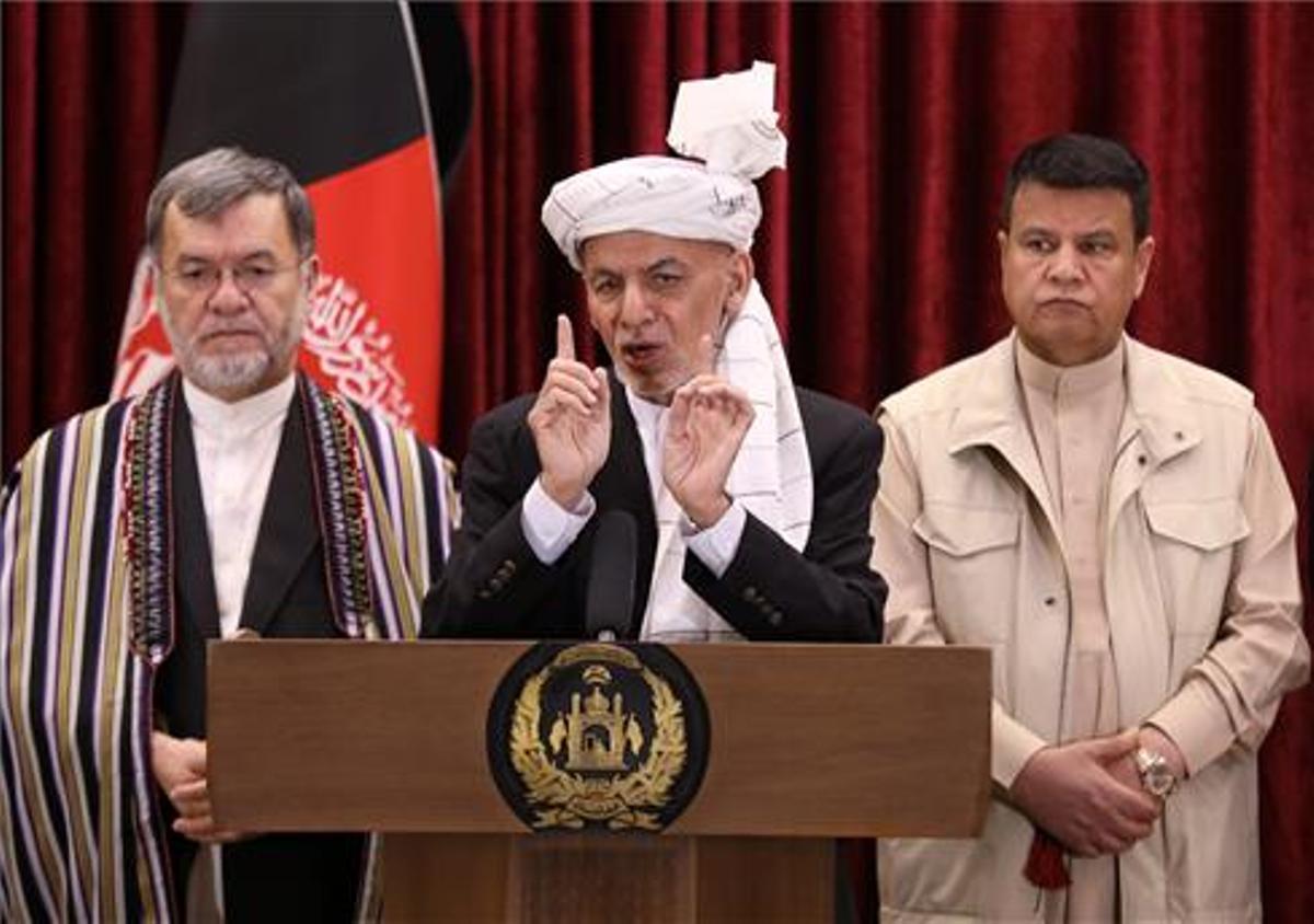 El presidente afgano Mohammad Ashraf Ghani habla durante la celebración del Eid al-Fitr.