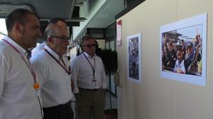 Pere Mas, presidente de la Federación Balear de Motociclismo; Carmelo Ezpeleta, máximo responsable del Mundial y Ángel Viladoms, presidente de la Federación Española, han inuragurado hoy, en el Circuit, una exposición que recuerda a Luis Salom.