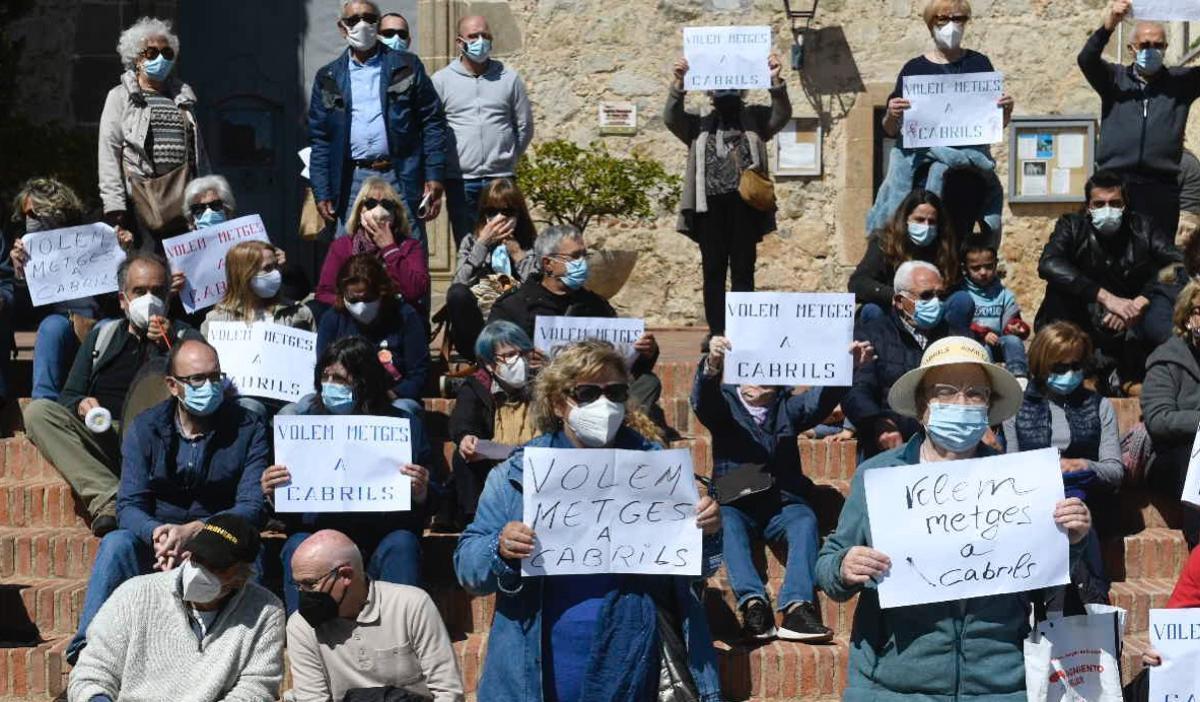Protesta por el regreso del médico a Cabrils, el pasado 21 de marzo.