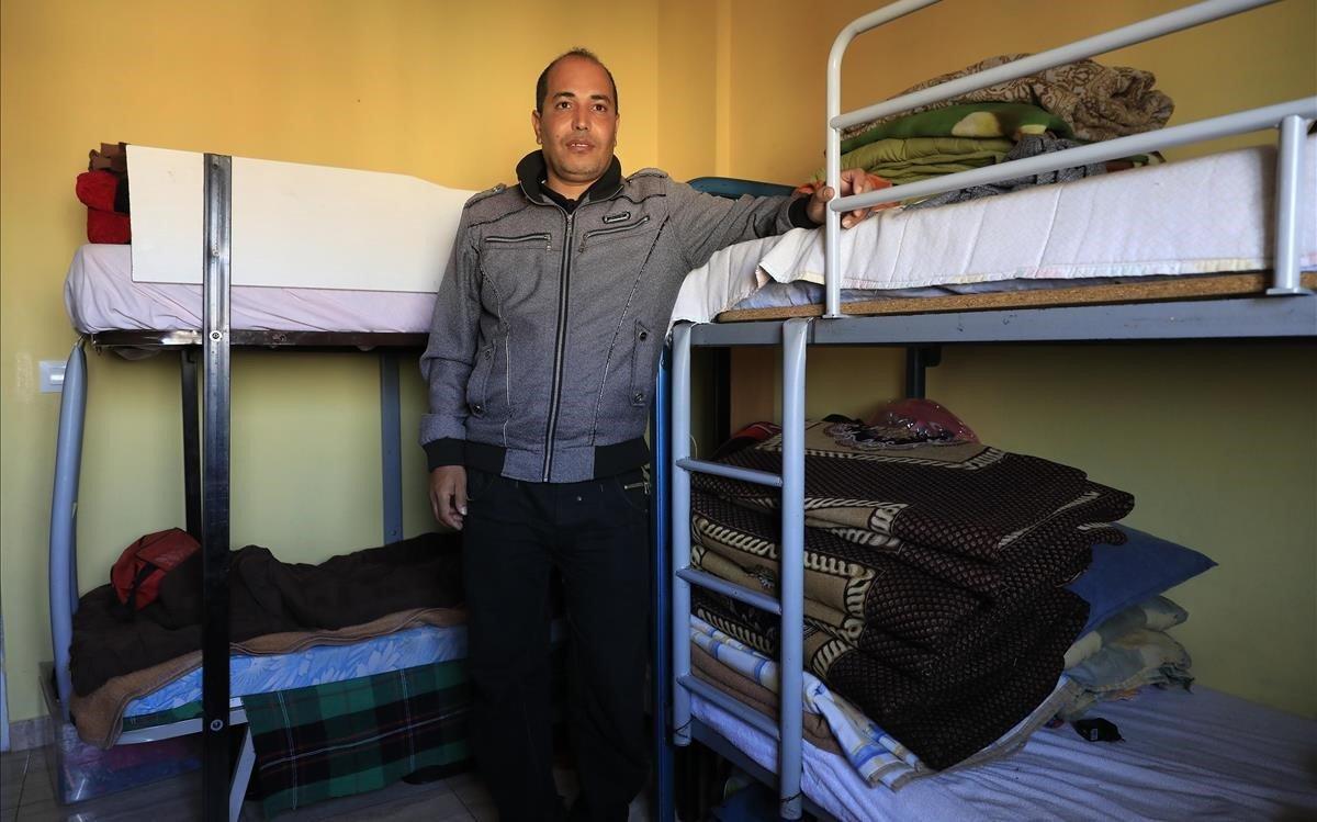 Brahim Ben, un hombre marriquí que vive junto a 8 personas más y que no se puede empadronar por falta de contrato.