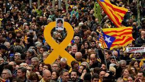 Imagen de las protestas en las calles de Barcelona, el pasado domingopor la noche, por la detención en Alemania de Carles Puigdemont.