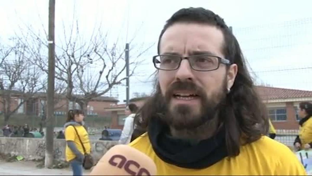 Ignasi Pleguezuelos, padre del AMPA de Can Montllor en Terrassa, rechaza el cierre del centro y anuncia movilizaciones.