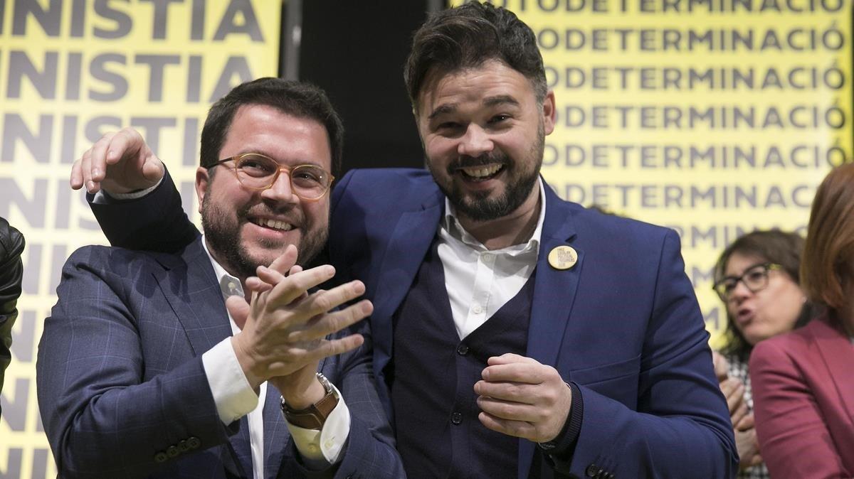 Gabriel Rufián y Pere Aragonès celebran el resultado electoral.