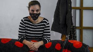 Kaoutar, superviviente de violencia machista, reclama una vivienda para ella y sus tres hijos.