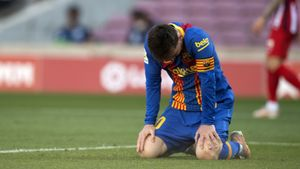 Messi tras desaprovechar un claro remateante puerta