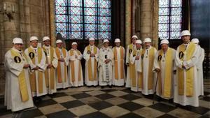 La catedral de Notre Dame de París celebra su primera misa tras el incendio.