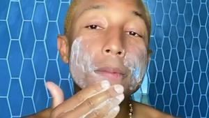 El cantante Pharrell Williams es la última cara famosa en unirse a la causa 'gender neutral' con su línea de cuidado facial Humanrace.