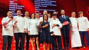 Los 11 chefs con tres estrellas Michelin, durante la presentación de la última guía, en noviembre del año pasado.