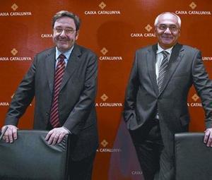 Narcís Serra, izquierda, y Adolf Todó cuando eran presidente y director general de la Caixa de Catalunya