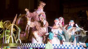 Barcelona    04 01 2020    Barcelona     Cabalgata de los Reyes Magos de Oriente  en la foto el rey Melchor     al inicio del recorrido  en la avenida el marques de la Argentera        Fotografia de Jordi Cotrina