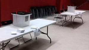 Urnas y papeletas preparadas para el referéndum del 1-O.
