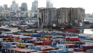 Panorámica del lugar del puerto de Beirut donde se produjo la explosión el pasado 4 de agosto.