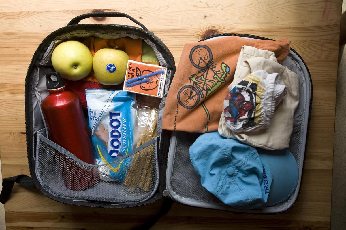 Las toallitas de bebé están omnipresentes en las las mochilas de niños y niñas