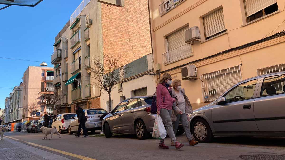 Detenida una mujer por el homicidio de su pareja sentimental en Viladecans. En las imágenes, la casa donde han sucedido los hechos.