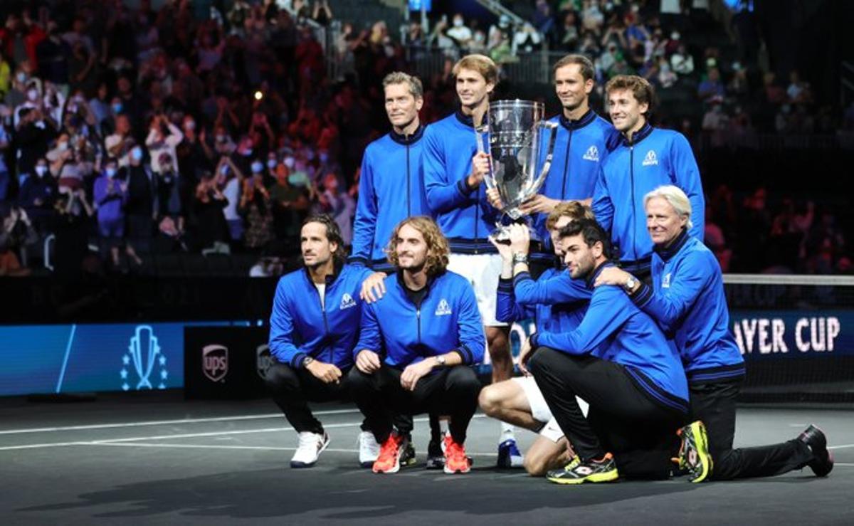 El equipo de Europa posa con el trofeo de la Laver Cup.