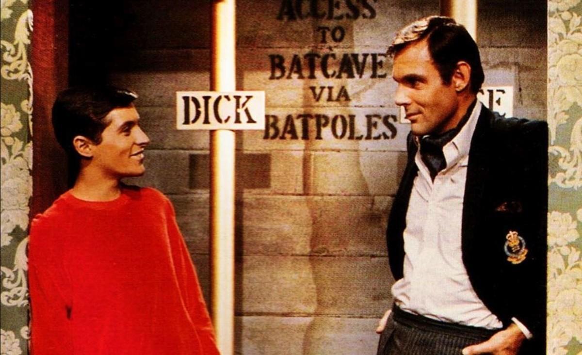Burt Ward, como el joven Dick, yAdam West, como el millonario Bruce Wayne, en la serie 'Batman'.