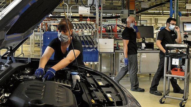 La crisis de los microchips dispara la espera para comprar un coche nuevo