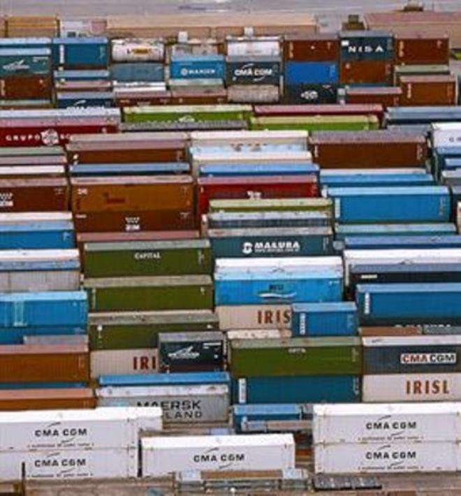 Contenedores para la exportación en el puerto de Barcelona.